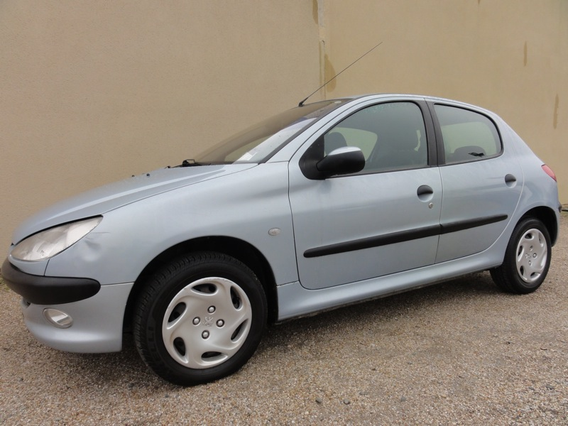 voiture peugeot 206 1 4 hdi xt 68cv occasion diesel 2002 115171 km 3500 lectoure. Black Bedroom Furniture Sets. Home Design Ideas