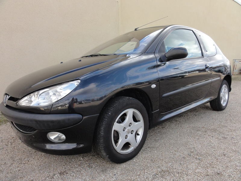voiture peugeot 206 1 4 hdi xt 68cv occasion diesel 2005 97724 km 3800 lectoure. Black Bedroom Furniture Sets. Home Design Ideas
